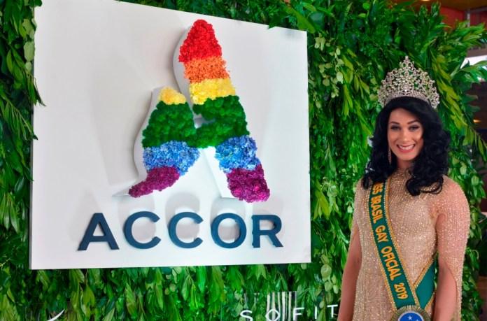 Miss Gay Brasil no estande da Accor na WeTrade 2019, na Colômbia, feira de Oportunidades e Negócios Diversos que busca promover o crescimento e a capacitação econômica da comunidade LGBTI+