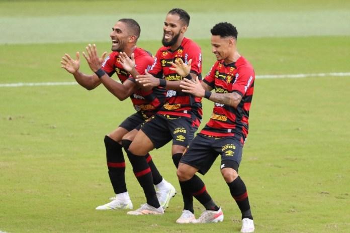 """Após comentário homofóbico, jogadores comemoram gol com dancinha """"tchaki tchaki"""""""