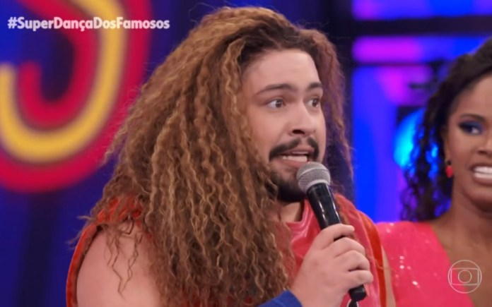 """Eu sou bicha e feliz de estar dando pinta"" diz Tiago Abravanel durante Dança dos Famosos"