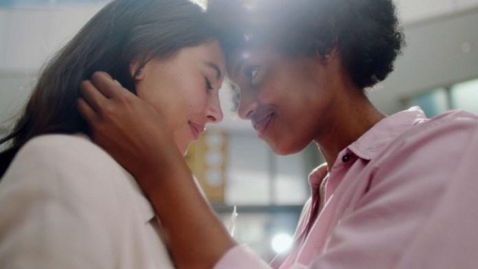 Nova campanha da Nivea dá protagonismo a idosos, pessoas negras e LGBTs
