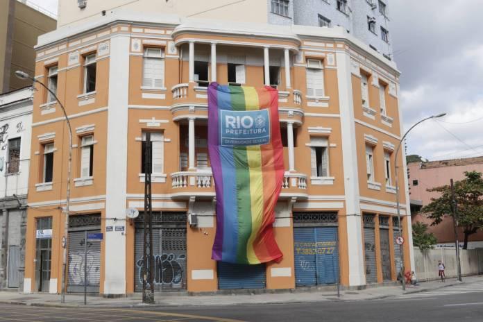 Rio de Janeiro instalará mil placas contra homofobia em prédios públicos