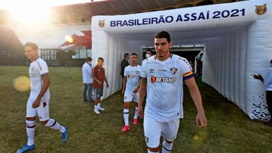 """Jogador cristão do Fluminense defende causa LGBT+: """"Jesus ensinou o amor"""""""