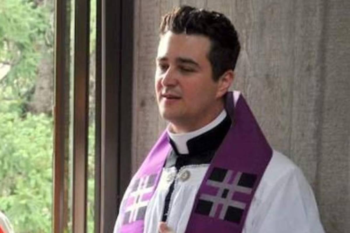 Padre italiano preso por desviar dinheiro da igreja para orgias gays também fazia sexo sem proteção para transmitir HIV