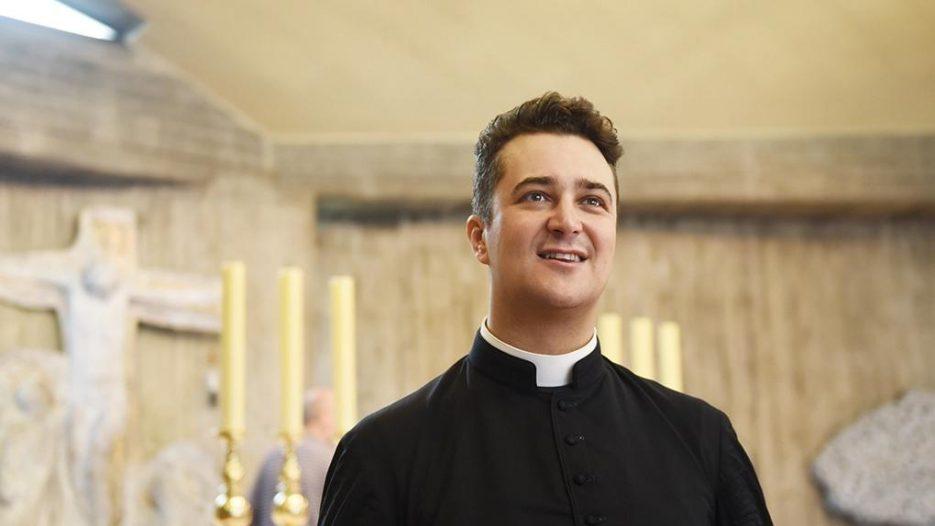 Padre italiano é investigado por fazer chemsex usando dinheiro de caridade