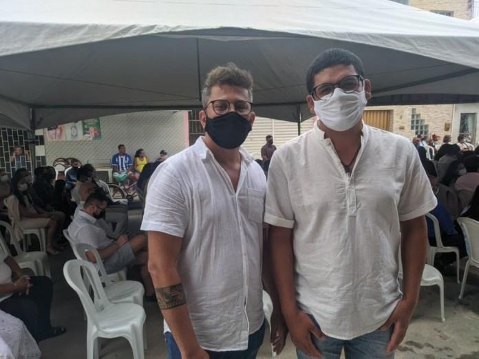 150 casais LGBTQIA+ se casam em cerimônia coletiva em Maceió
