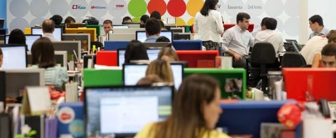 pontos As parcerias estratégicas da Multiplus incluem grandes empresas como a LATAM Airlines, LATAM Travel, Pontofrio.com, Ipiranga, Netshoes, Dafiti, Accor, Booking.com, Hoteis.com, Vivo, Airbnb, Cabify, B2W, entre outros.