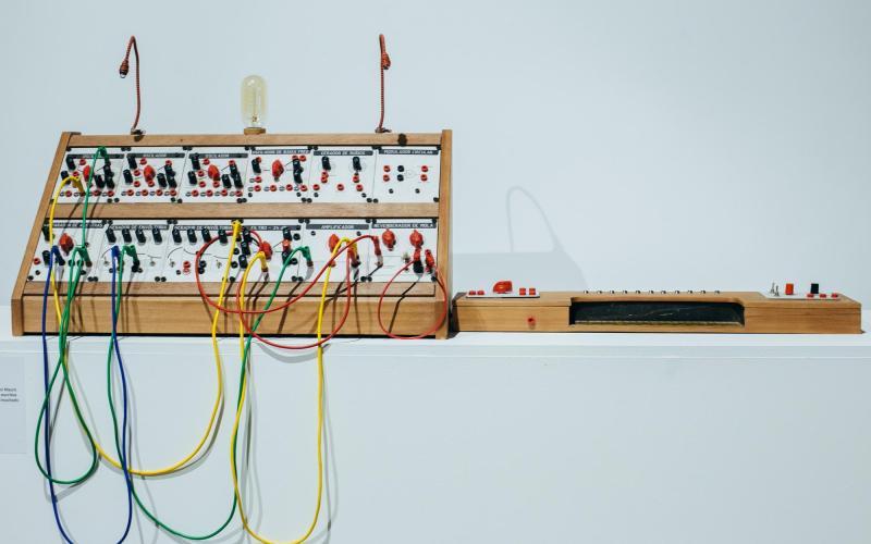 Foto: Detalhe de um dos synths exibidos na ˜Recosynth˜ - Felipe Gabriel/Red Bull Content Pool