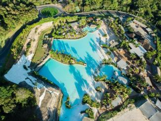 O complexo turístico Rio Quente Resorts oferece sete hotéis e 24 horas de lazer e entretenimento no estado de Goiás.