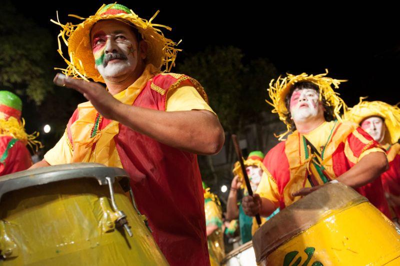 Estilo musical africano dita o ritmo da festa popular mais longa do mundo. FOTO: LEONARDO CORREA/ MINISTÉRIO DE TURISMO DO URUGUAI