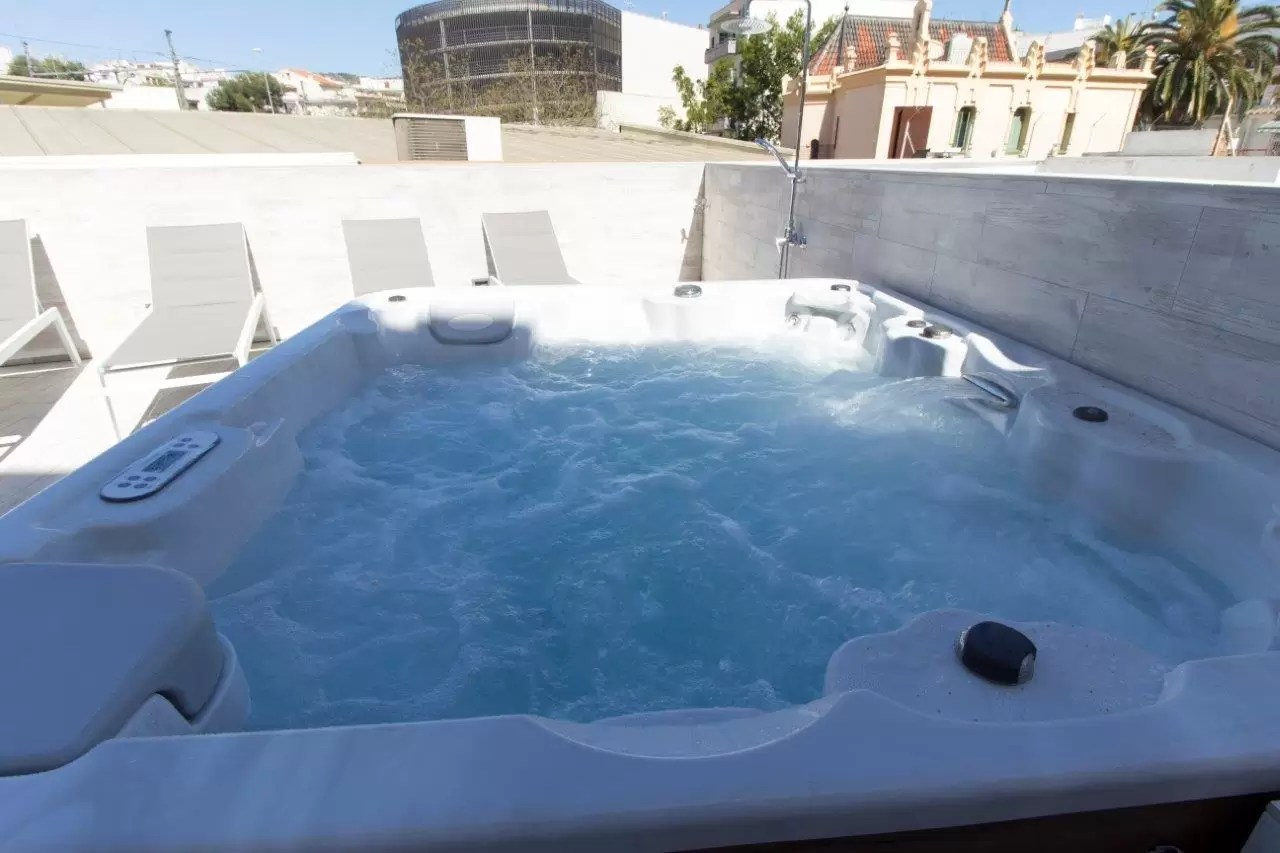 19 large private jacuzzi