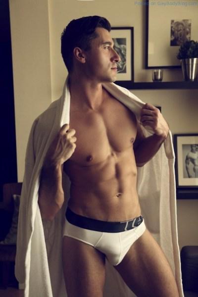 Jay Roberts Nude - Thomas Synnamon (1)