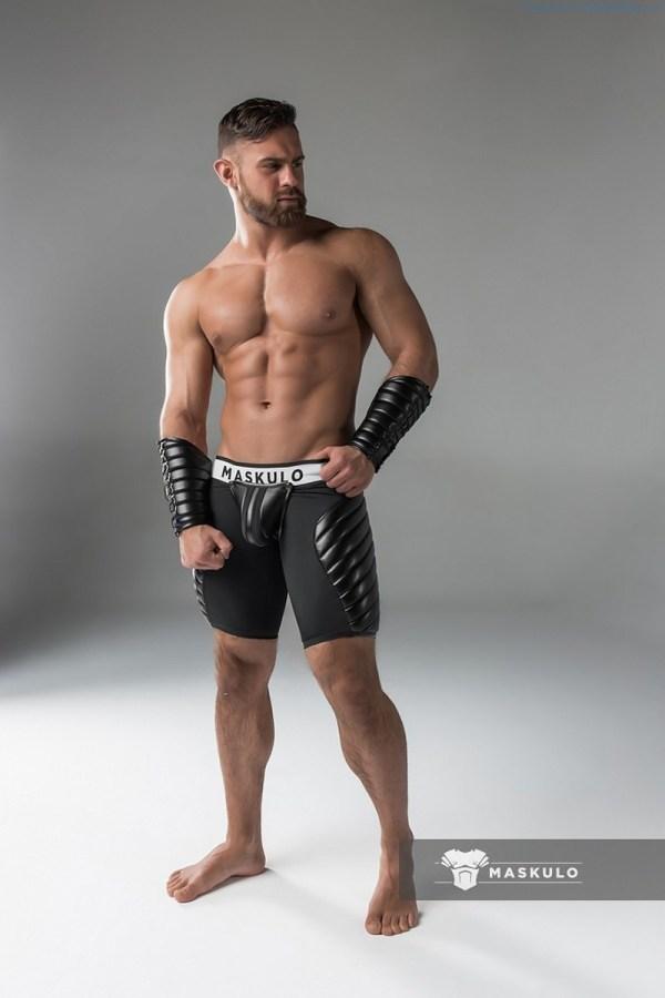Gorgeous muscle hunk Kirill Dowidoff
