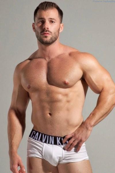 Pistures man beautiful nude underpants shower — 8