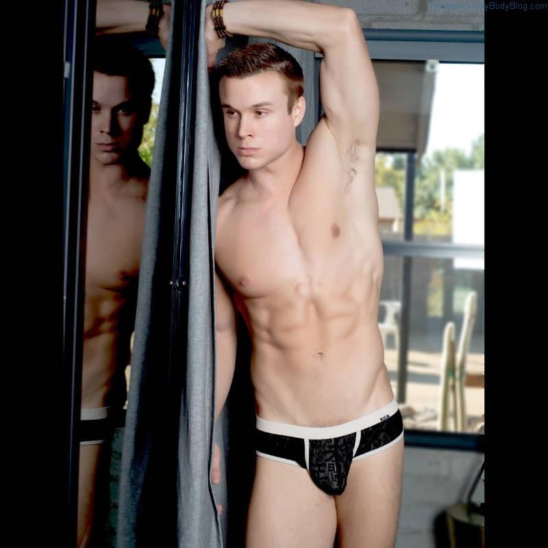 Vids straight male nude handsome homosexual mick jamie