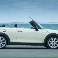 MINI CONVERTIBLE: Still a Gay Icon, Still Cool