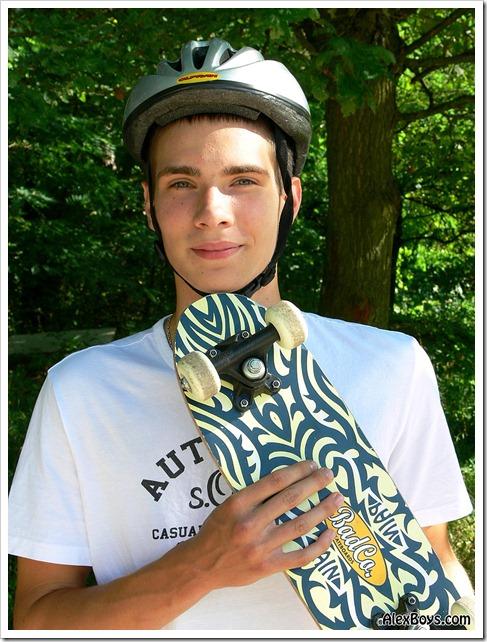 Teen_skater_boy_Camillo (1)