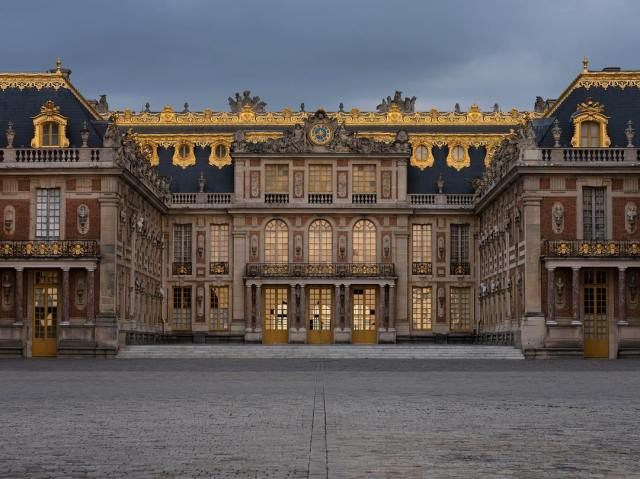 The grand entrance to the palace of Versailles