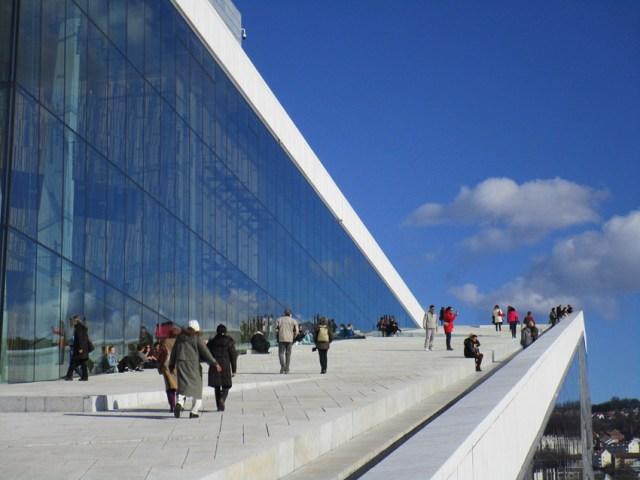 The striking exterior of Oslo Opera House | Photo: Pixabay