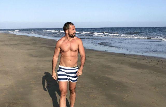 Roberto Cabrera on a beach