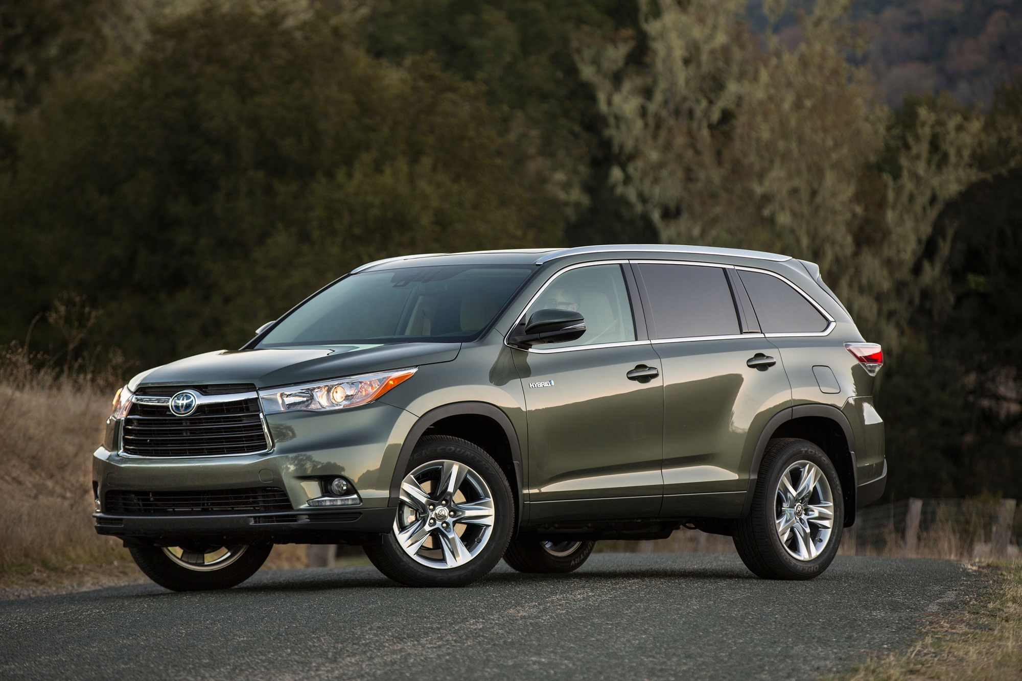 2016 toyota highlander hybrid nice and gay but try the. Black Bedroom Furniture Sets. Home Design Ideas