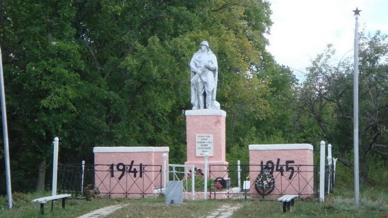 Памятник на берегу Ведуги
