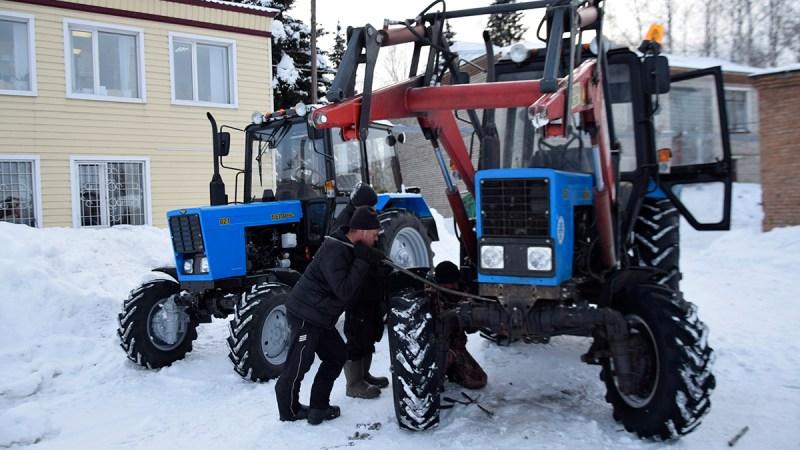 Новый трактор — на борьбу со снегом