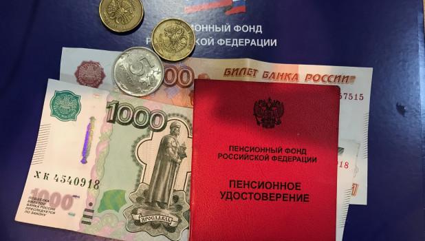 Работающим пенсионерам могут проиндексировать пенсии: законопроект внесли в Госдуму