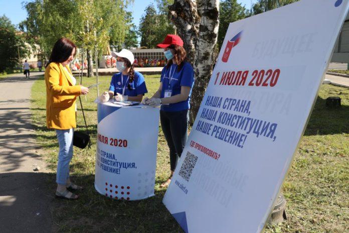 В городах Алтайского края работает 29 информационных точек по информированию населения о поправках в Конституцию России