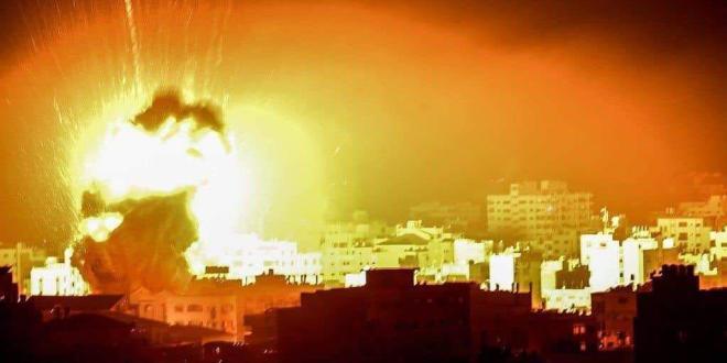 شاهد .. طيران الاحتلال يقصف أراضٍ للمواطنين في قطاع غزة