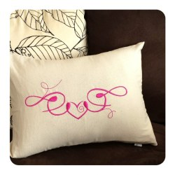 Coussin-coeur rose