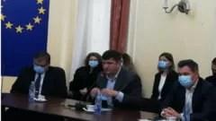 aur-continua-sfidarea-masurilor-sanitare.-deputatul-de-dolj-ringo-damureanu,-fara-masca-de-protectie-in-prefectura