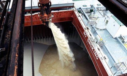 Porto de Paranaguá bate recorde no embarque de açúcar em um único navio
