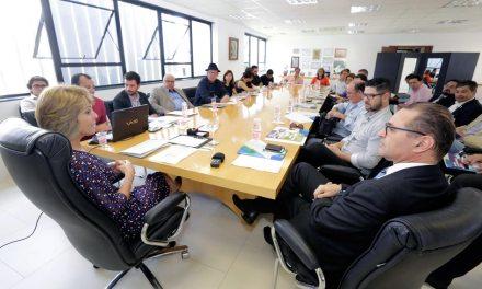 Fernanda Richa recebe representantes de jornais de Curitiba
