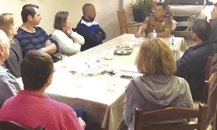 Comunidade do Capão Raso e Região recebe polícia em casa