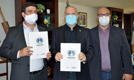 Governador Mauro Carlesse autorizou R$ 2,5 milhões em recursos para o novocurso de medicina oriundos de emendas parlamentares
