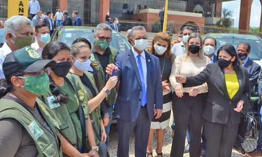 Governador em exercício, Antônio Andrade, entregou oito novas caminhonetes para compor a frota do Naturatins