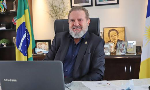 Governador Carlesse garante compromisso em equiparar valores pagos por insalubridade aos profissionais da Enfermagem