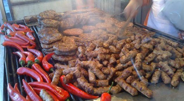 Djaloshi nga Prizreni tenton të hajë 50 qebapë (VIDEO)