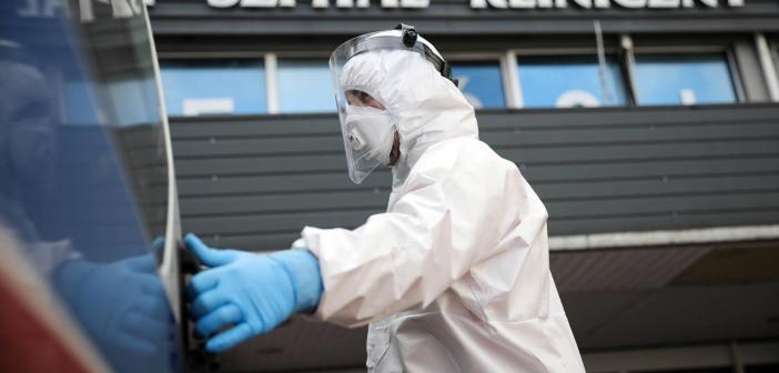 MZ: Koronawirus nike ustępuje. Kolejny dzień pobite rekordy ofiar.