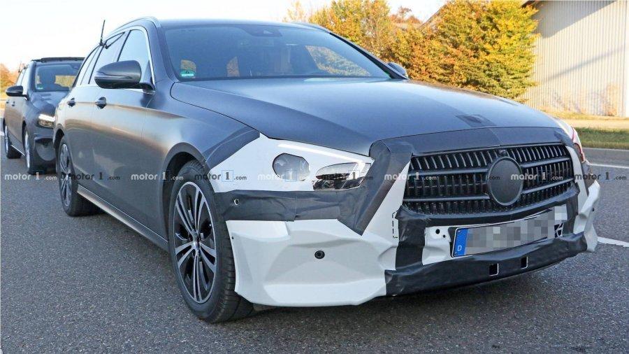 auto_2020-mercedes-e-class-spied_51539705535