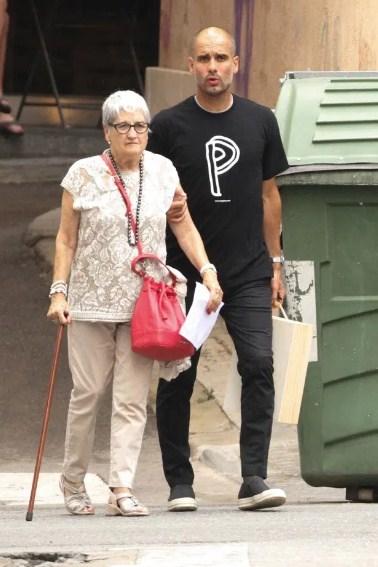 Pep Guardiola dhe nena1
