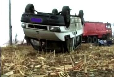 Microbuz implicat într-un accident la Boldeşti-Scăeni