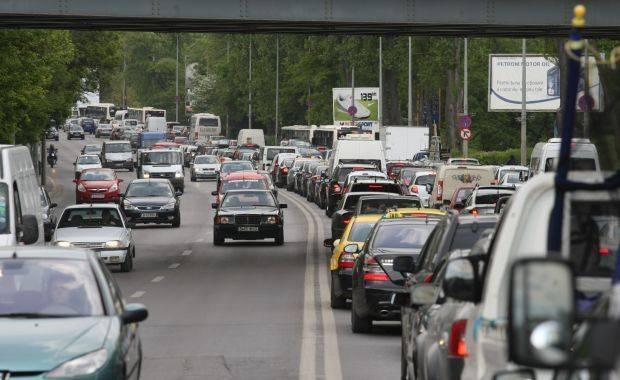 Aglomeraţie la sfârşit de week-end pe Valea Prahovei: Coloană de maşini de 5 kilometri, pe sensul spre Bucureşti