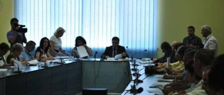 Pe Volosevici l-a apucat şedinţa de consiliu local, cu o zi înainte de alegeri