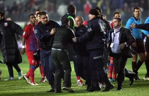 S-a înăsprit legea anti-violenţă de pe arenele de sport