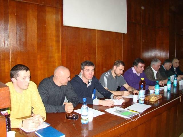 Sindicaliştii din arbitrajul fotbalului românesc se întâlnesc la Ploieşti pentru a pune ţara la cale