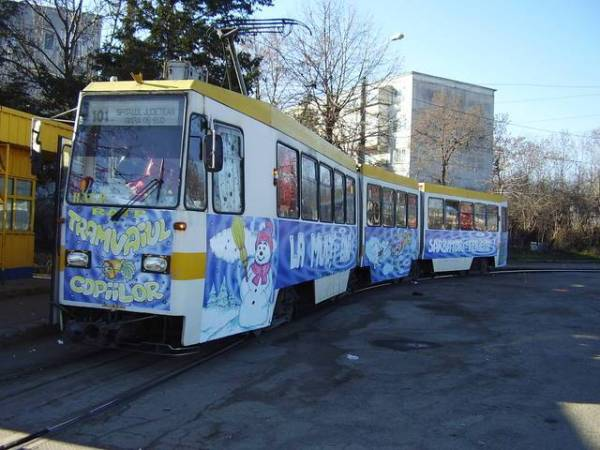 PLOIEŞTI/Moş Crăciun se plimbă cu tramvaiul