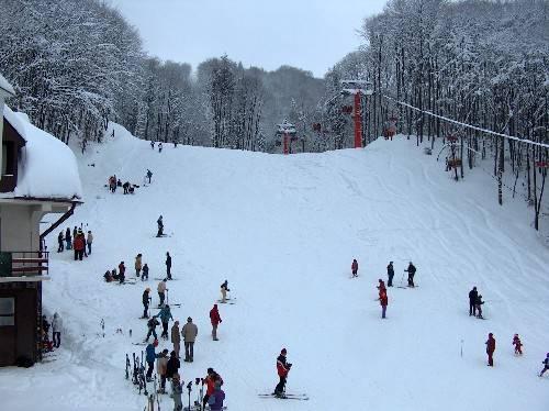 VALEA PRAHOVEI/Află pe ce pârtii mai poţi schia în această perioadă