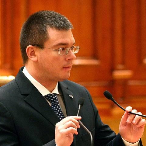Mihai Răzvan Ungureanu l-a depăşit pe Crin Antonescu în sondaje