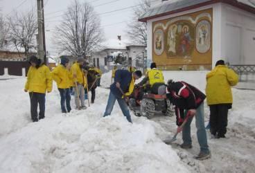 PNL Ploieşti a deszapezit căile de acces de la o şcoală, Spitalul Judeţean şi Biserica Buna Vestire